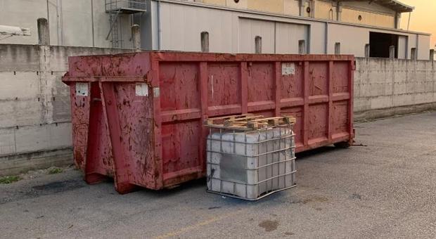 Arzano, Gdf sequestra un capannone con rifiuti speciali pericolosi - videoinformazioni